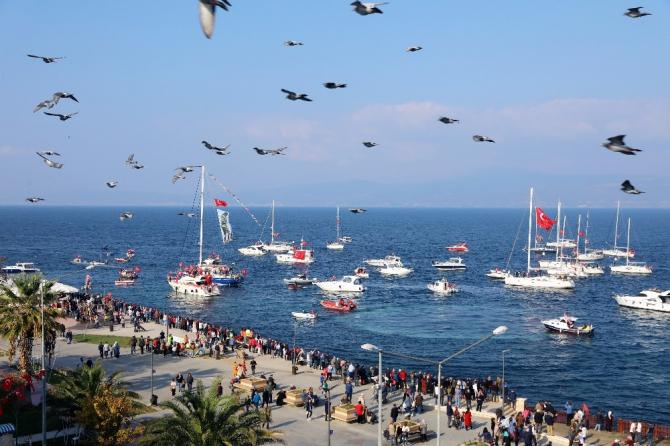 Mudanya'daki Cumhuriyet coşkusu denize yansıdı
