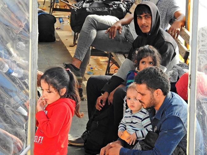 Çeşme'de 73 düzensiz göçmen yakalandı