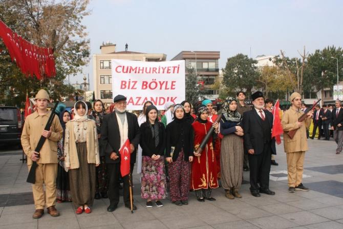 29 Ekim kutlamalarında Mehmetçiğe asker selamı
