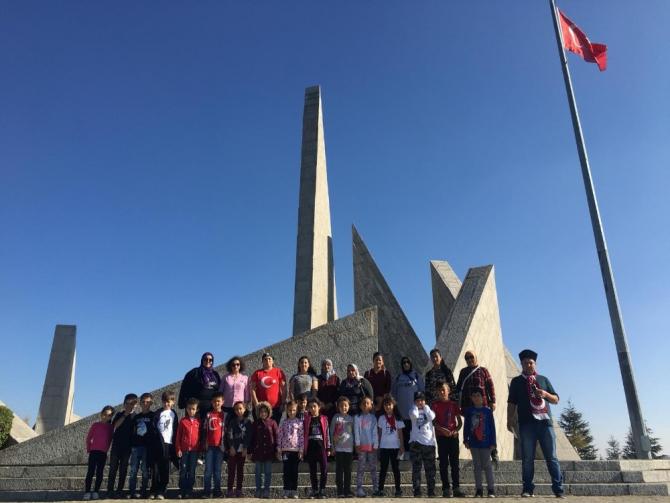 Cumhuriyet Bayramı'nı Dumlupınar'da kutladılar