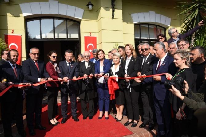 Dünyanın en büyük Atatürk sergisi İzmit'te açıldı