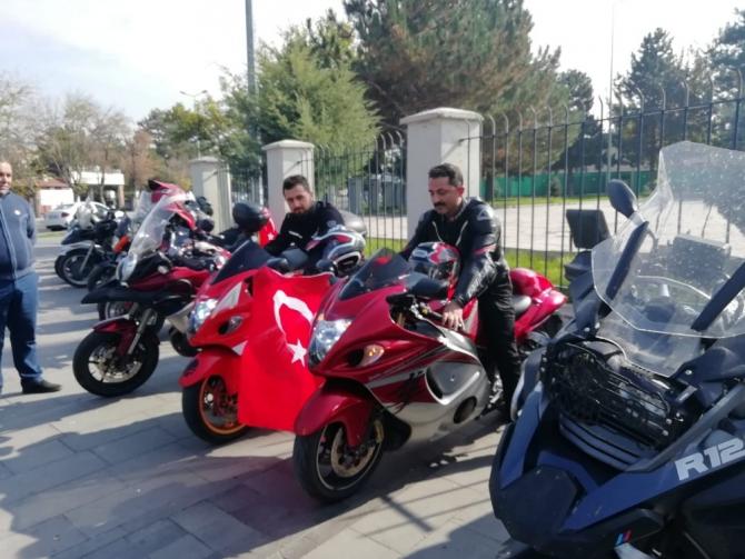 Motorculardan '29 Ekim' korteji