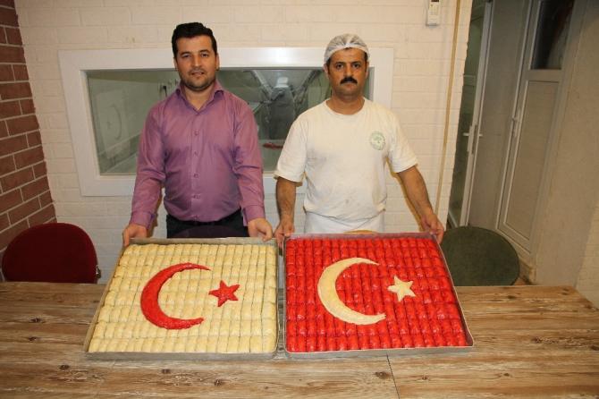 Baklava ustalarından Mehmetçiğe 'ay yıldızlı' baklava