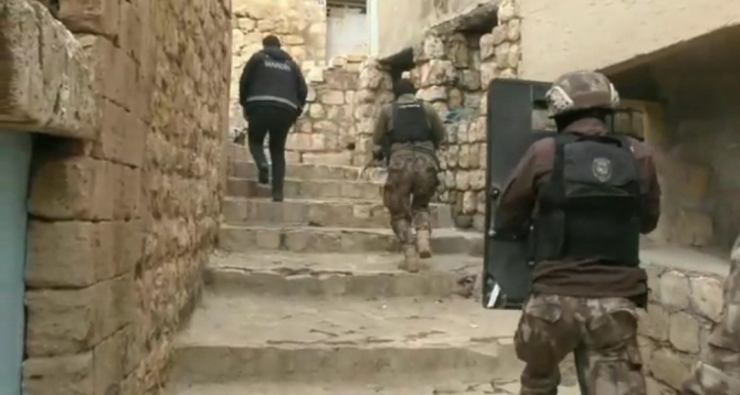 Mardin'de zehir tacirlerine özel harekat destekli şafak operasyonu