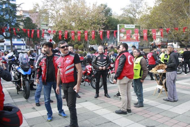 100 motosiklet Cumhuriyet için 140 kilometrelik kortej yaptı