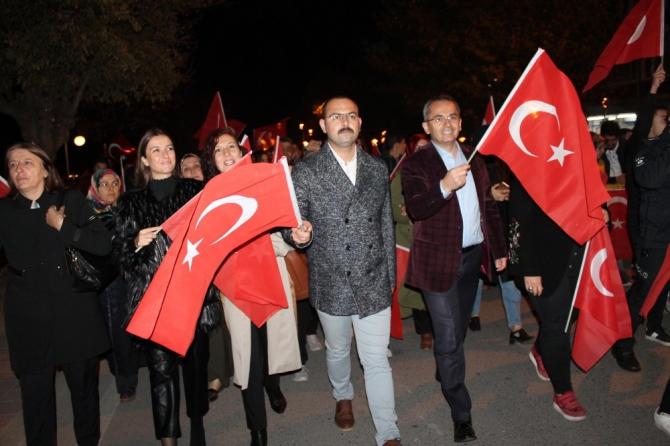 Tosya'da Cumhuriyet Fener Alayı düzenlendi