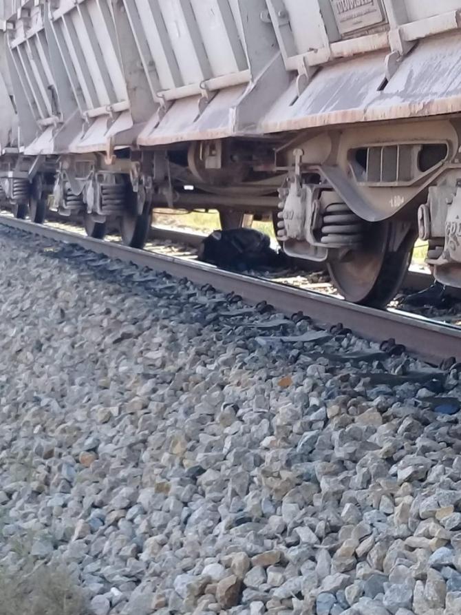 Tren hemzemin geçitte tıra çarptı: 1 ölü