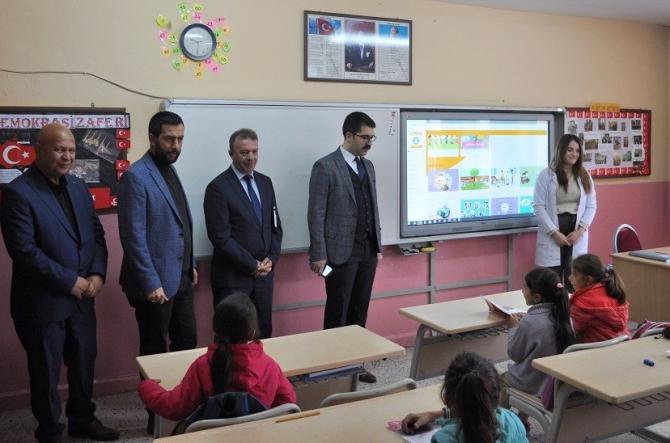 Kaymakam Coşkun ve Başkan Gürer öğrencilerle bir araya geldi
