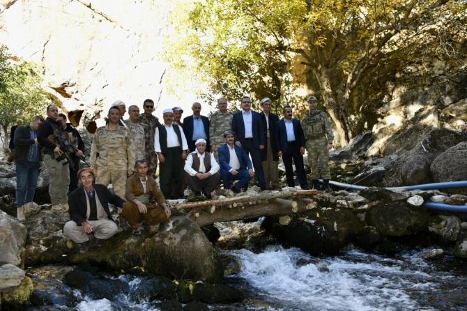 Vali Akbıyık, sınırdaki köyleri ziyaret etti