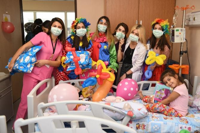 MKÜ'den lösemili çocuklara oyuncak hediyesi