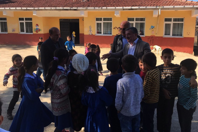 """Başkan Özdemir: """"Mahallelerimize hizmet götürme çabası içindeyiz"""""""
