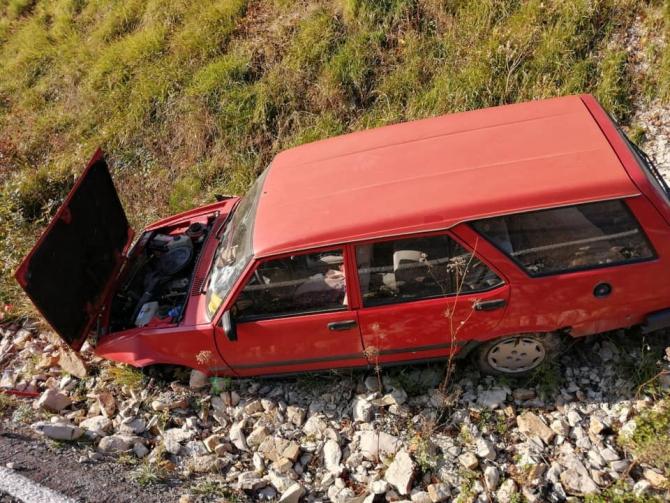 Yoldan çıkan otomobil şarampole yuvarlandı: 1 yaralı