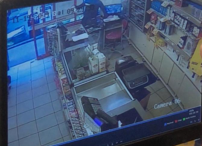 Bursa'da süpermarket soygunu güvenlik kameralarına yansıdı