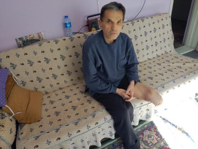 Eczanelere dahi borçlanan engelli vatandaş yardım bekliyor