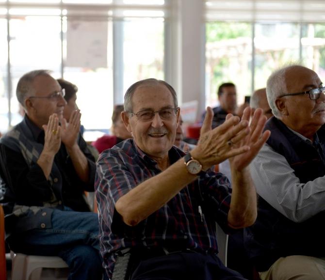 Emekliler, türkülerle keyifli bir gün geçirdi