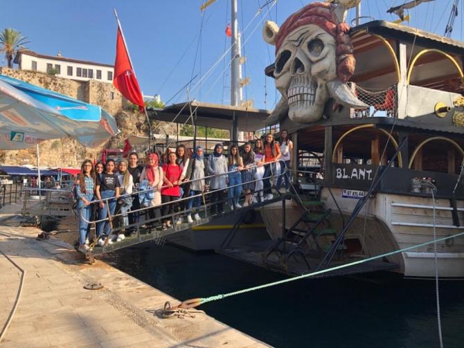 Adilcevazlı öğrenciler Antalya ve Osmaniye'ye kampa gönderildi