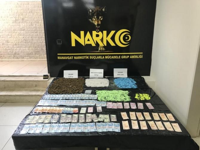 İstanbul'dan getirdikleri uyuşturucuyu Antalya'da piyasaya süremeden yakalandılar