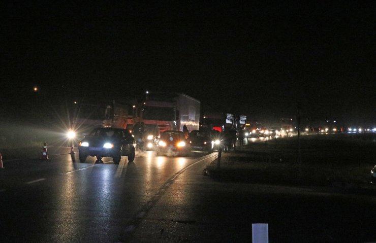 GÜNCELLEME - Sakarya'da otomobille kamyonet çarpıştı: 2 ölü, 3 yaralı