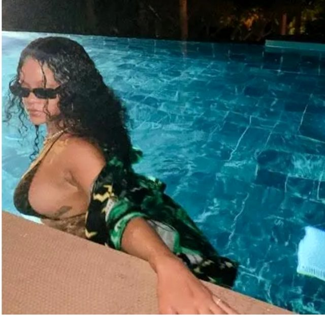 rihanna-bikinili-fotograflarini-paylasti-sosyal-12642525-3124-m.jpg