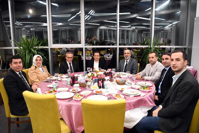 Dr. Şadi Yazıcı geleceğimiz mimarlarının Öğretmenler Günü'nü kutladı