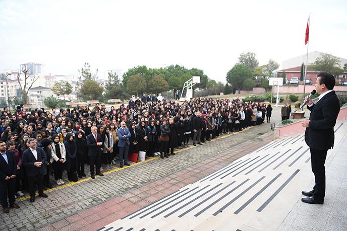Tuzla'da Dr. Şadi Yazıcı bayrak töreniyle öğrencilerle buluşmaya devam ediyor