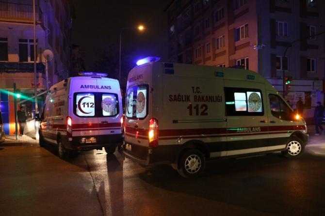 Sivas'ta 4 kişinin yaralandığı kaza güvenlik kamerasına yansıdı