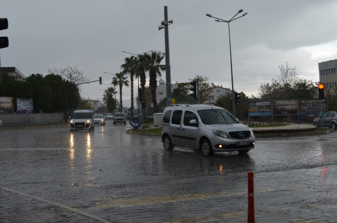 Didim'de şiddetli yağışlar etkili oldu