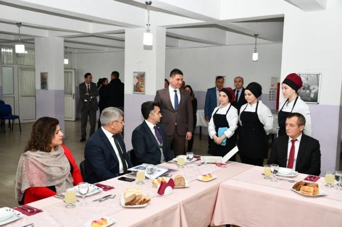 Gürel ödüllü aşçıları ziyaret etti