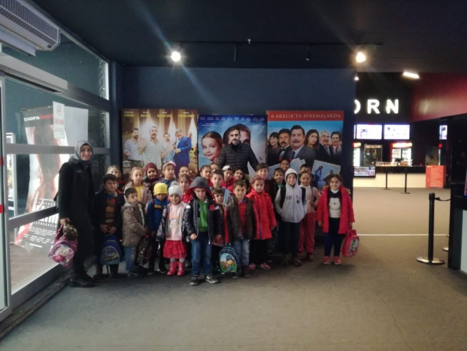 Öğrenciler hayatlarında ilk kez sinemaya gittiler
