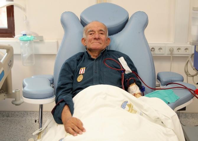 Trakya Üniversitesi Hastanesi çalışanlarından Kıbrıs Gazisi Köse'ye kutlama