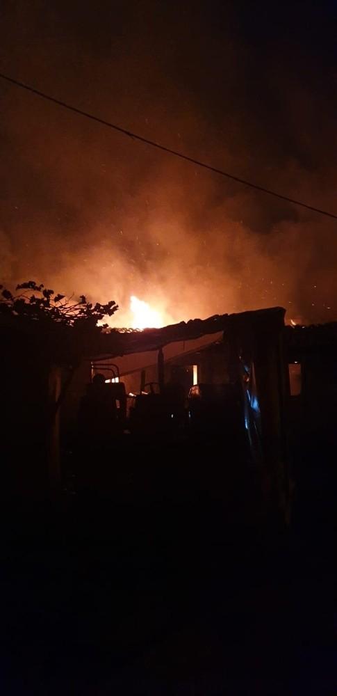 Yeşilköy'de çıkan yangında bir ev kullanılamaz hale geldi