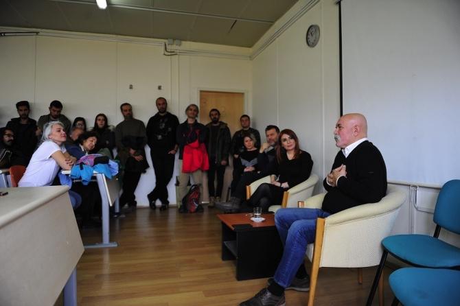 Sanatçı Ercan Kesal üniversite öğrencileriyle bir araya geldi