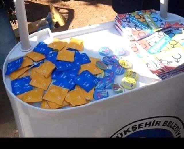 Belediye, üniversite içinde prezervatif dağıttı