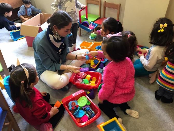 Büyükçekmeceli çocuklara oyun terapisi