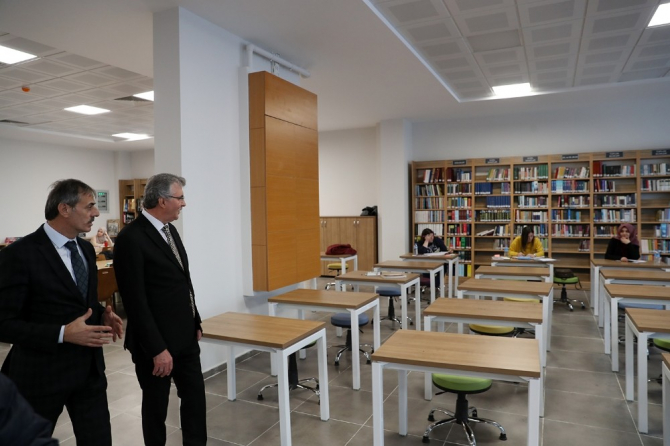 Başkan Yüce, Serdivan Fikir Sanat Akademisi'ni ziyaret etti