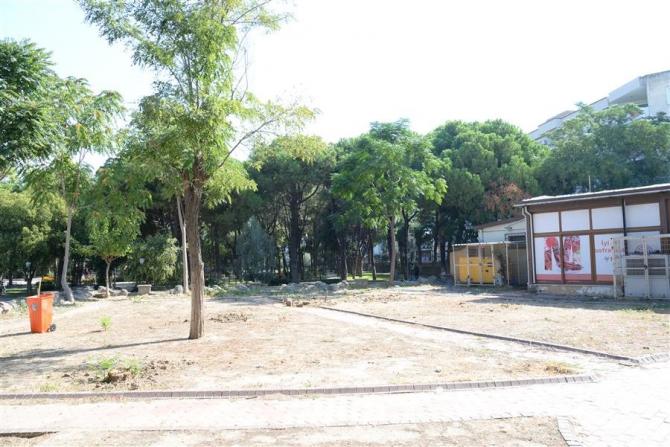 Menemen'de ağaçların kesildiği alanda inşaat başladı, tepkiler büyük