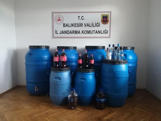 Ayvalık'ta jandarma 2 bin 400 litre kaçak içki ele geçirildi