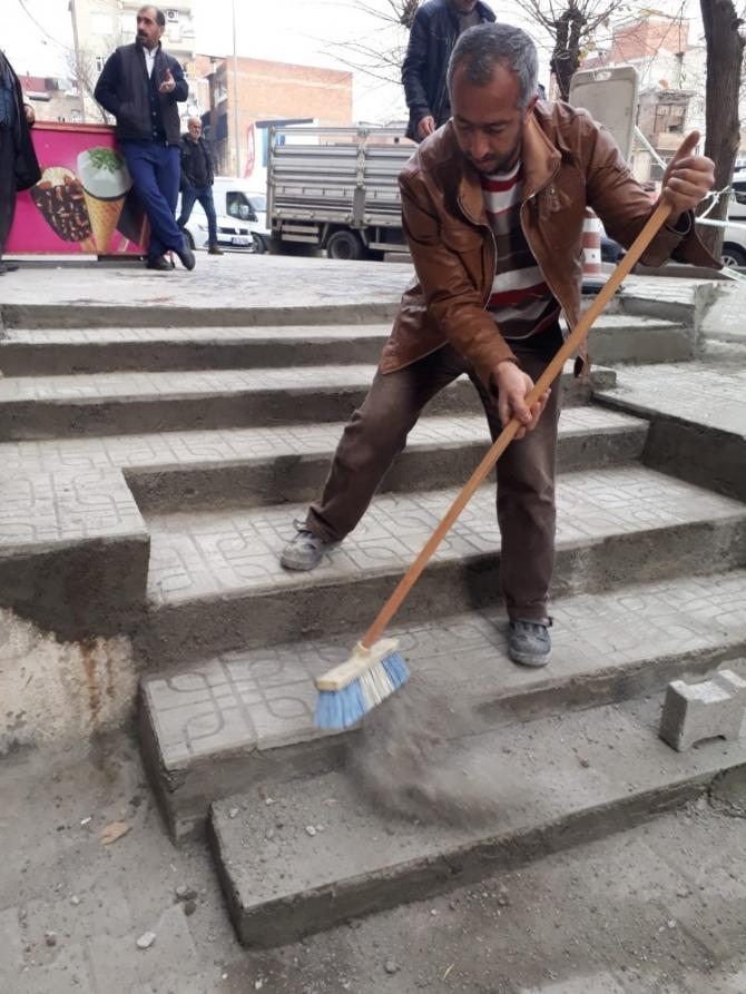 Bağlar'da engelli vatandaşlar için rampa çalışması
