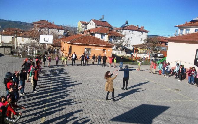 'Beyaz Bayrak ve Beslenme Dostu' sertifikalı köy okulunda etkinlikler
