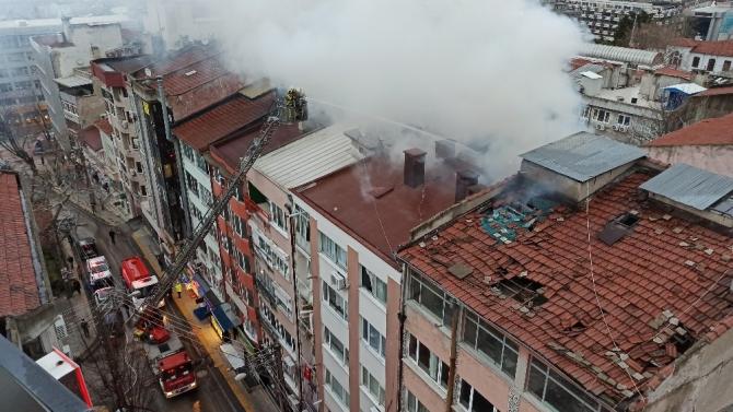 Şehrin göbeğinde korkutan yangın, 5 kişi hastaneye kaldırıldı