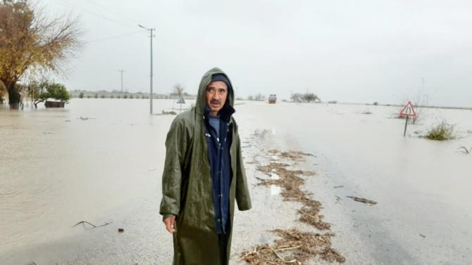 Sel suları Kadirli-Adana karayolunu ulaşıma kapattı