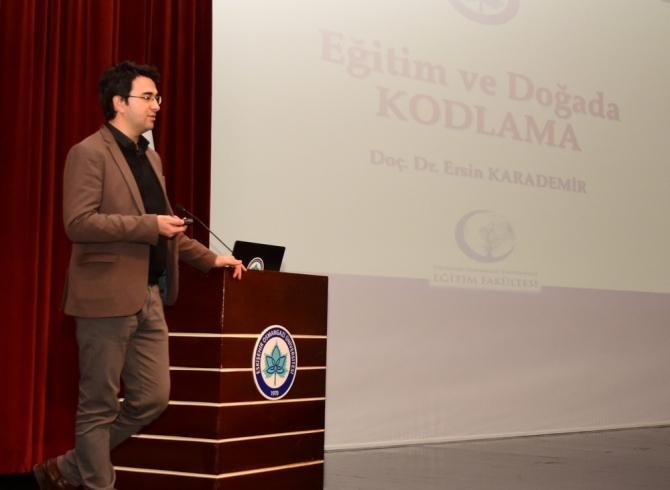 """ESOGÜ'de 500 lise öğrencisinin katılımıyla """"Eğitimde Disiplinlerarası Kodlama"""" söyleşisi"""