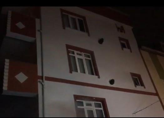 Eve atılan yanıcı madde yangın çıkardı, 5 kişi hastanelik oldu