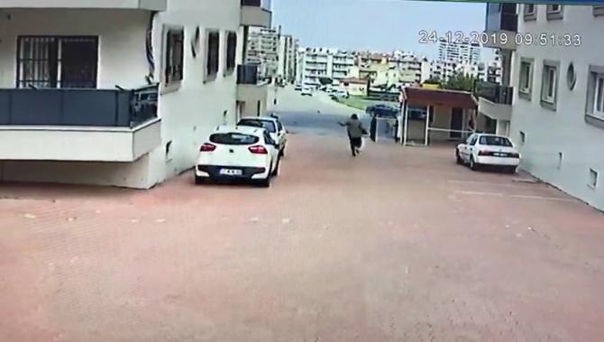 Şiddetli rüzgar yaşlı kadını savurup yere düşürdü