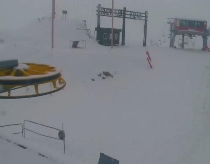 Davraz'da sevindiren kar yağışı