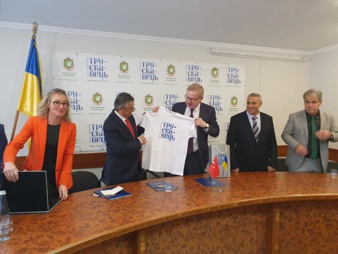 Kemer ile Truskavets belediyeleri arasında işbirliği niyet mektubu imzalandı