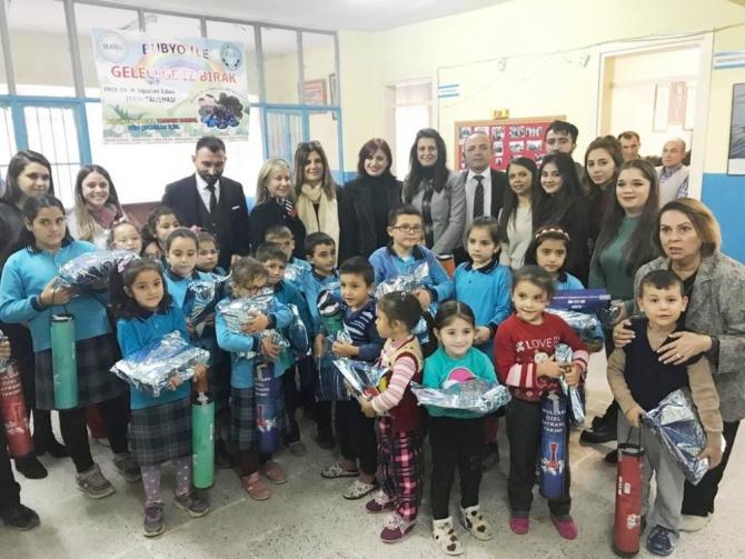 Kaymakam Öner, köy okulunu güzelleştiren Üniversiteli gençlere teşekkür etti