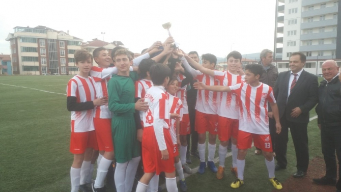 Ligde 12'de 12 yapan Bilecikspor U14 Gençler Ligi şampiyonu oldu