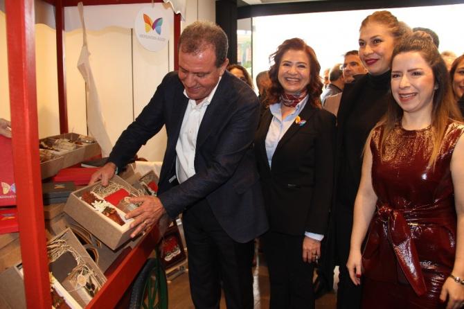 Kadın kooperatifçiler, Forum Mersin'de Yeni Yıl Alışveriş Köyü açtı