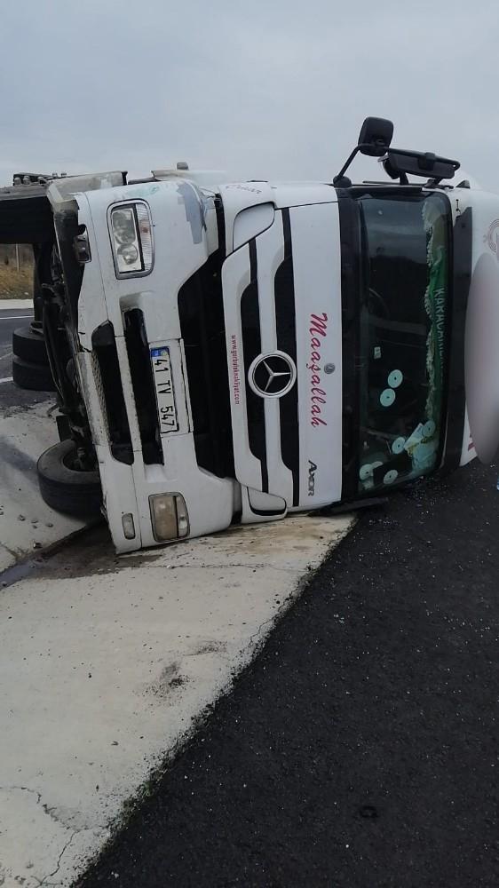 Tekirdağ'da tırın devrilmesi sonucu sürücü yaralandı
